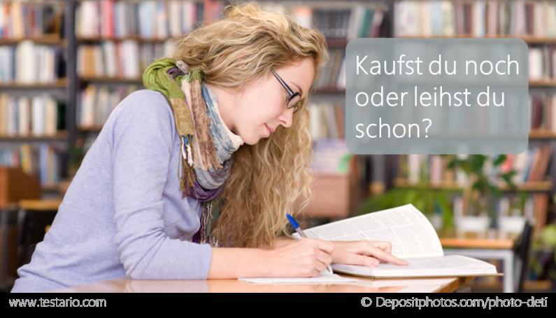 Studentin liest in Lehrbuch